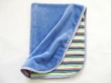 Oboustranná deka 70x90 cm - modrá do fialkova / pruhy