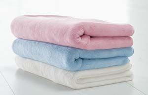 BabyDan-Komfortní deka z oboustranného fleesu bílá