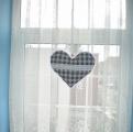 Modrá kostka na režném podkladu- velké srdce do okna